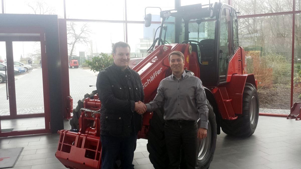 Mario Middeke, Export Sales Manager of Schäffer GMBH is pictured here welcoming Howard Fulton of H Fulton Tractors, Dungiven as the new Schäffer dealer for N.Ireland & Donegal.